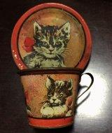 ブリキの小さなカップ&ソーサー 子ネコ柄