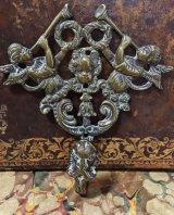 ブラス(真鍮)製のゴシック様式の天使文のフック