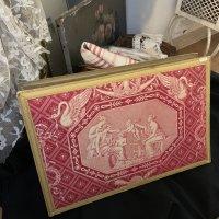 フランスヴィンテージ 白鳥と天使のトワルドジュイが貼られた大きな紙箱